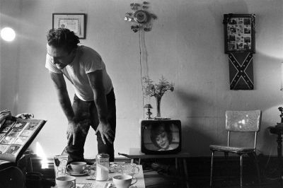 Corky at home, Chicago (1963-1967) by Danny Lyon