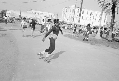 From Angel City West (roller skates) (1983) by Mark Steinmetz