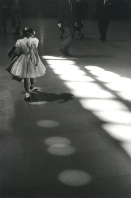 Penn Station (1958) by Louis Stettner