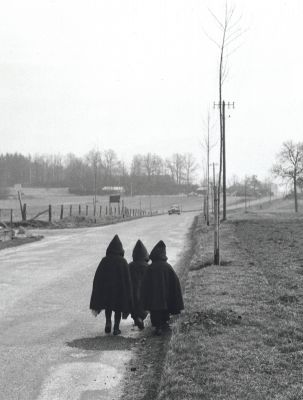 Sur une route de Lorraine (1954) by Willy Ronis
