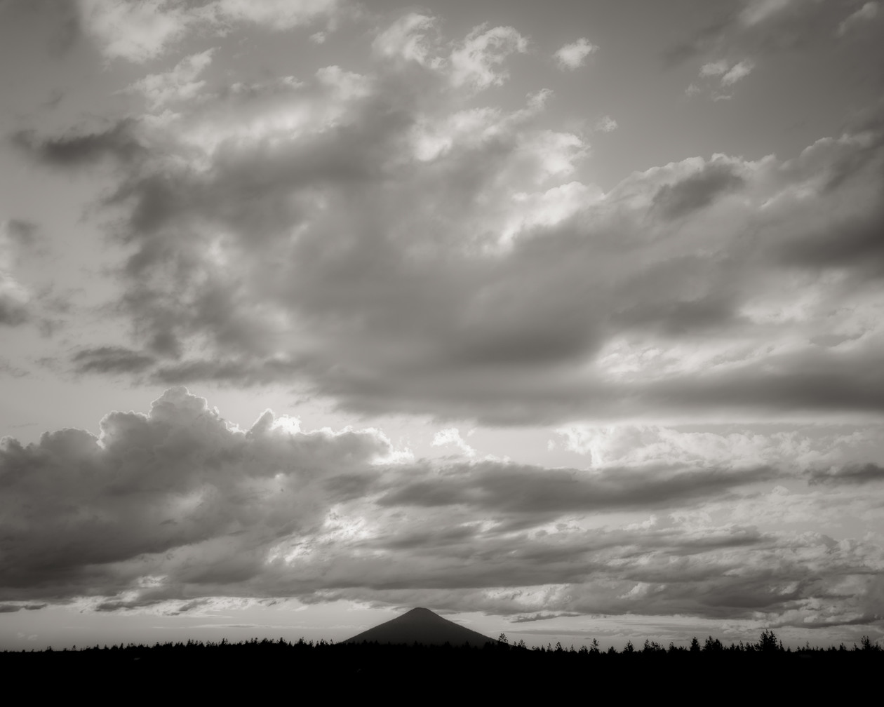 Last Light, Oregon (2019) by Jeffrey Conley