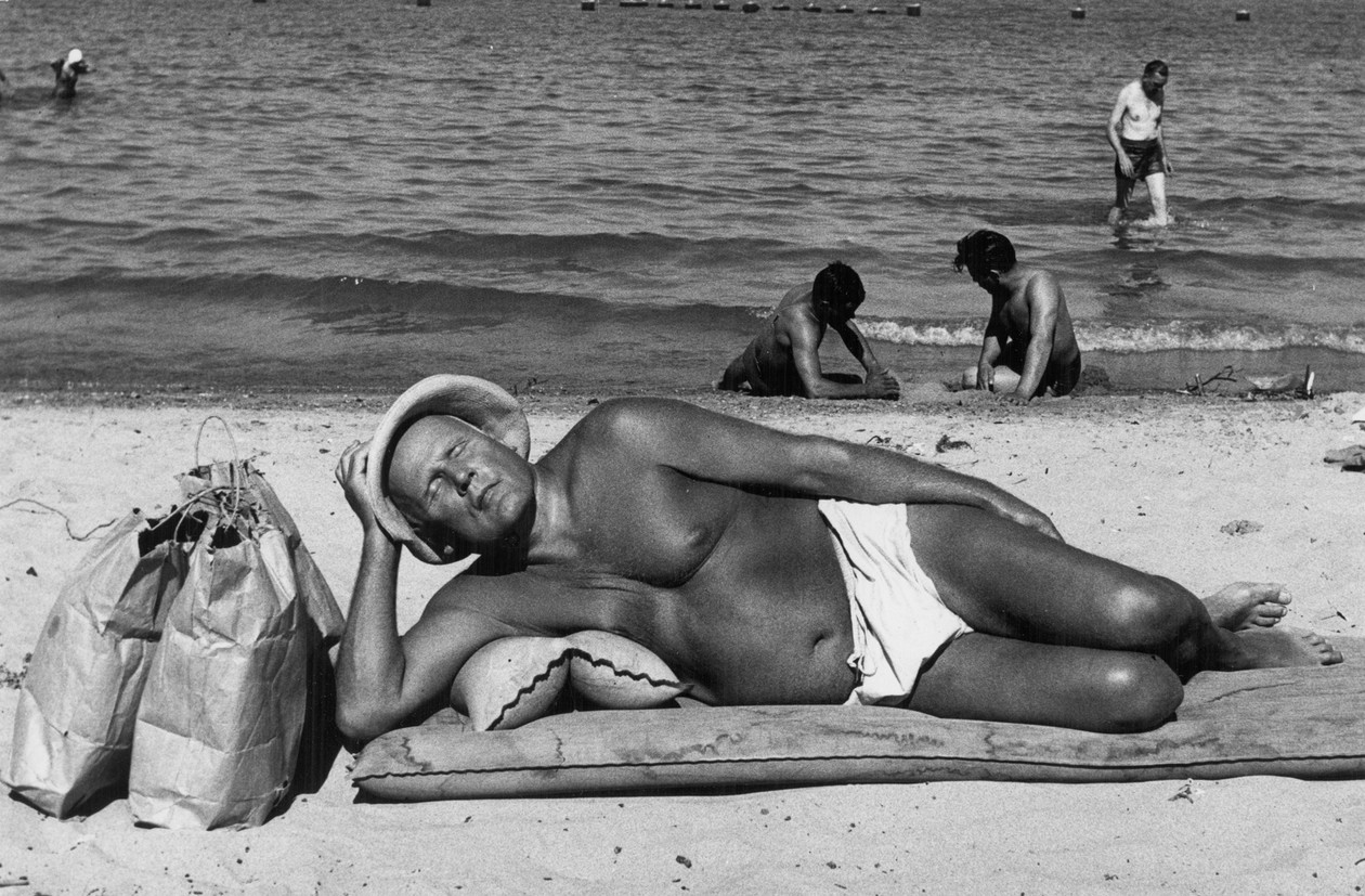 Chicago (man on beach) (1952-53) by Yasuhiro Ishimoto
