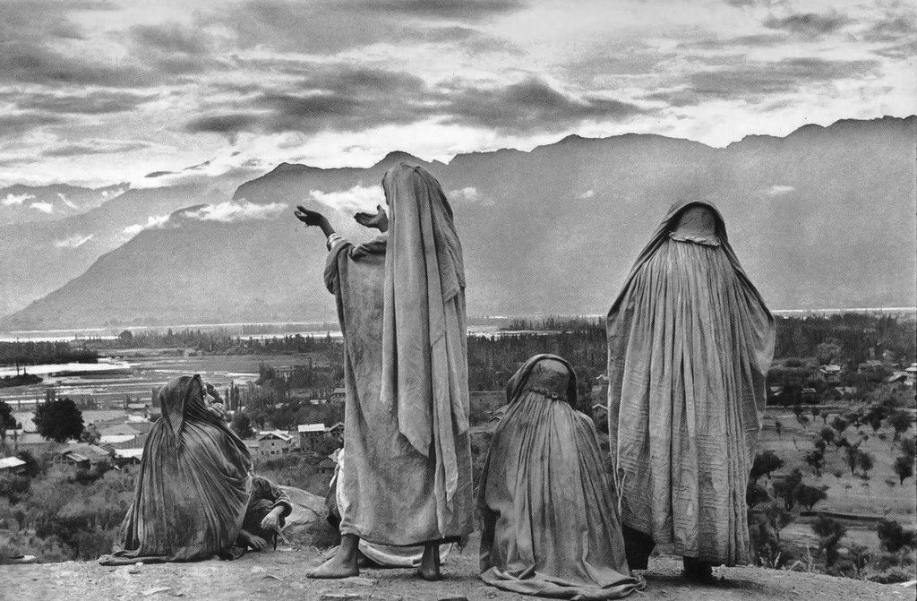 Srinagar, Kashmir (1948) by Henri Cartier-Bresson