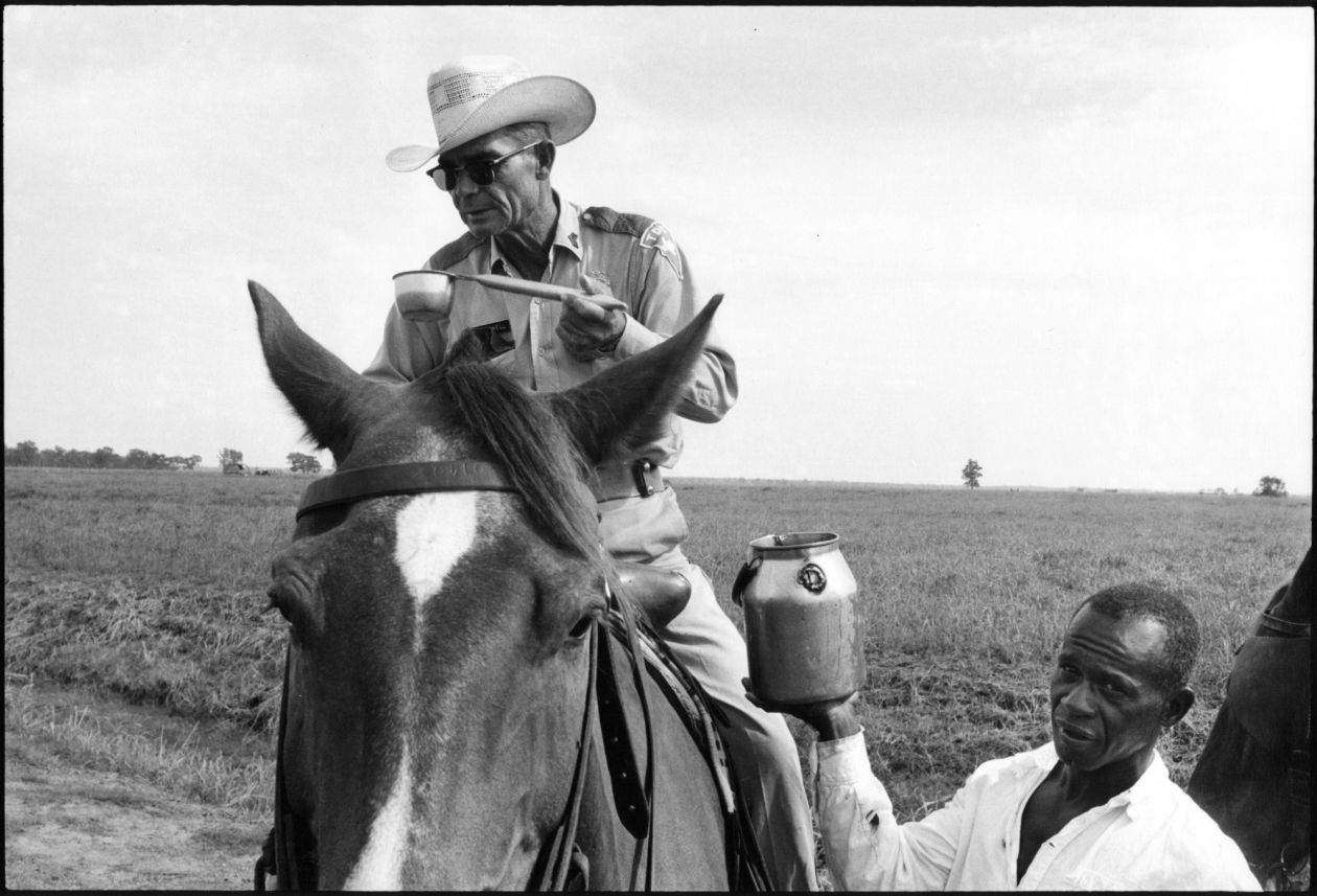 Watering a boss (1967-1968) by Danny Lyon