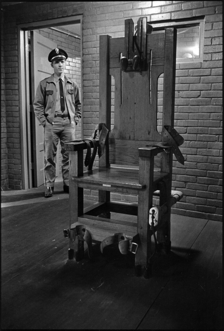 The electric chair (1967-1968) by Danny Lyon