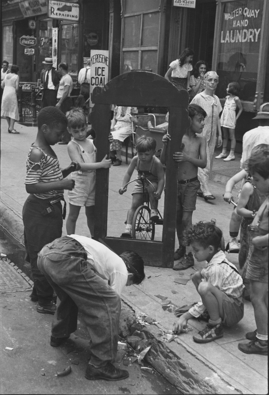 New York (c. 1942) by Helen Levitt