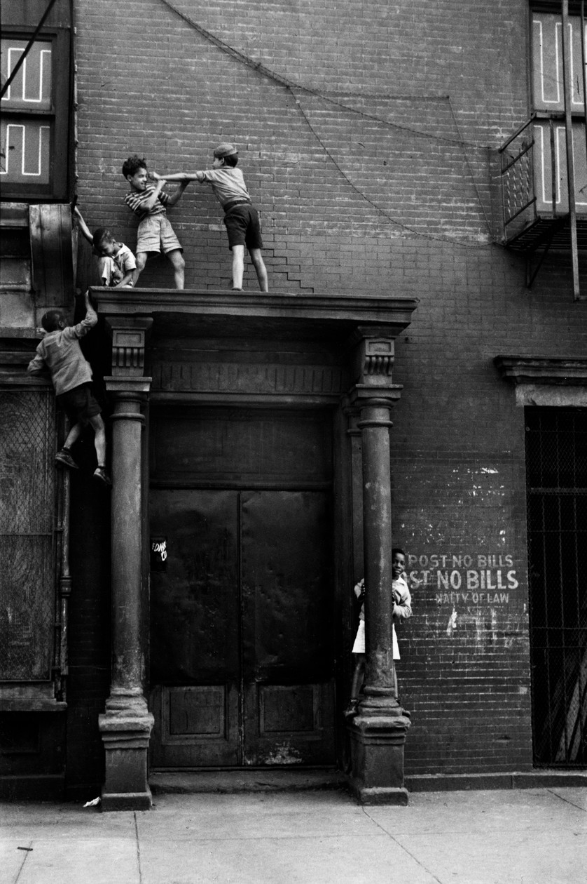 New York City (c. 1942) by Helen Levitt